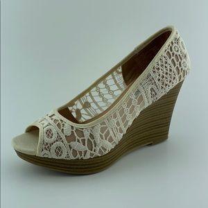 AMERICAN EAGLE Lace Peep Toe Platform Wedge Shoes